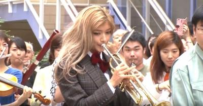 【芸能人サプライズ】ローラが船橋ららぽーとで「第九」のオーケストラ・フラッシュモブ!