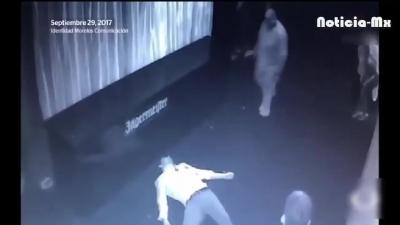 【Fight!】カップルのケンカに割って入ったら射殺されてしまった・・・