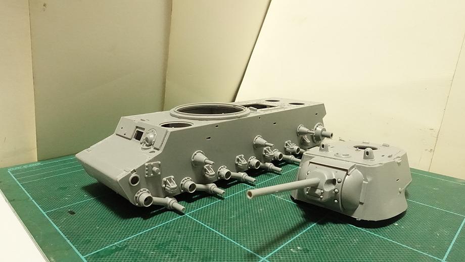 トランペッター ソビエト軍 KV-1 重戦車 1942年型 軽量化鋳造砲塔2 その1