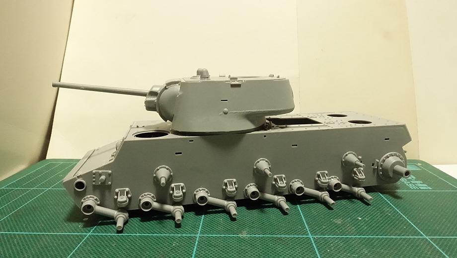 トランペッター ソビエト軍 KV-1 重戦車 1942年型 軽量化鋳造砲塔 その4