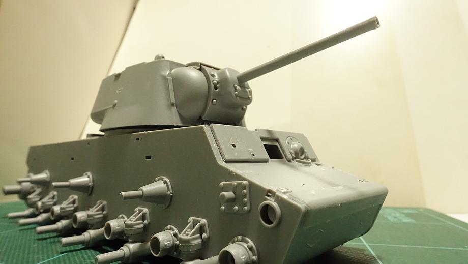 トランペッター ソビエト軍 KV-1 重戦車 1942年型 軽量化鋳造砲塔 その5