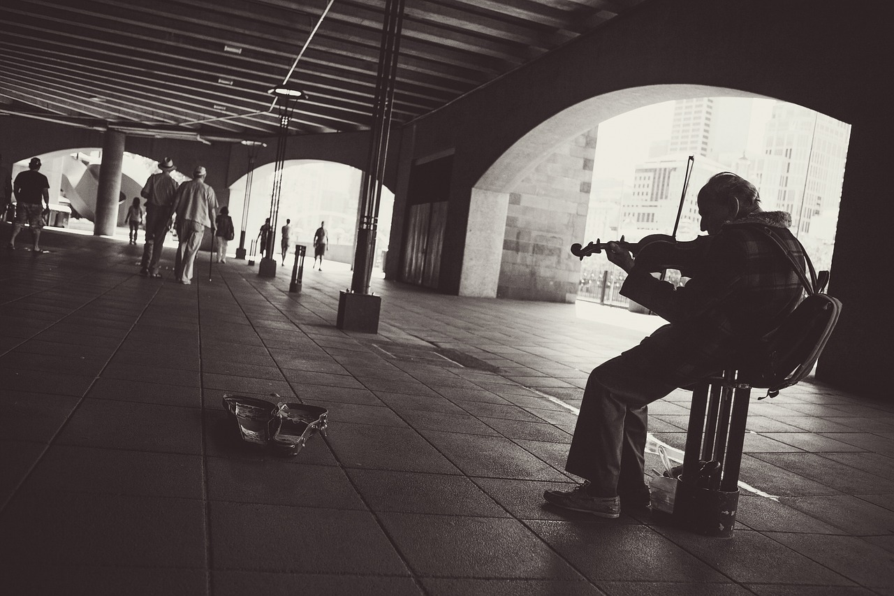 street-performer-924003_1280.jpg