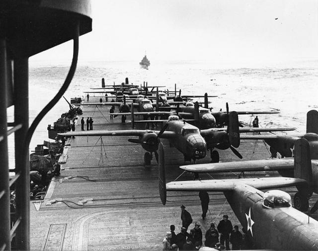 B-25_on_the_deck_of_USS_Hornet_during_Doolittle_Raid_convert_20171123231129.jpg