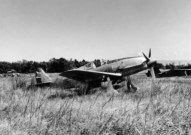 Kawasaki_Ki-61_at_Kengun_airfield_1945_convert_20170909193945.jpeg