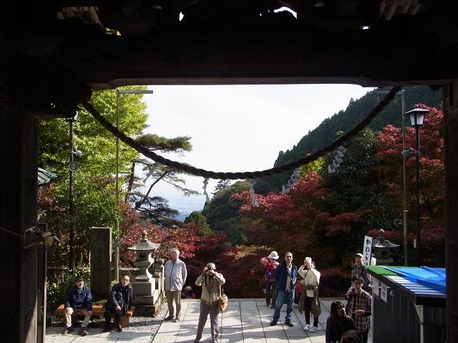 20171115大山寺社殿から参道を振り返る