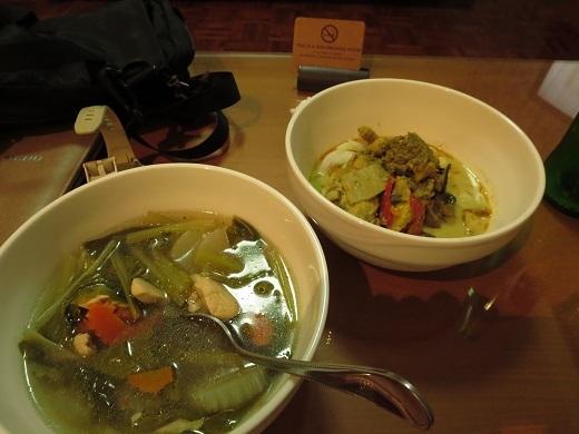 ココナツカレーとチキン野菜スープ