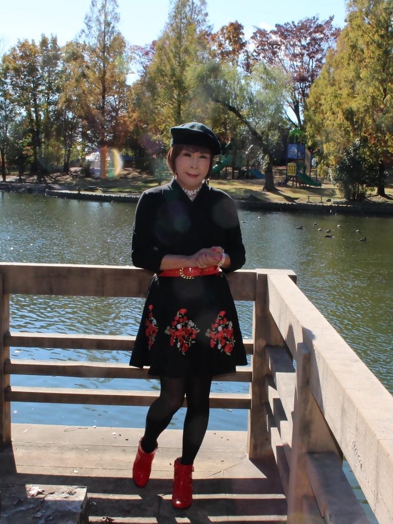 黒地に花柄刺繍フレアワンピA(4)
