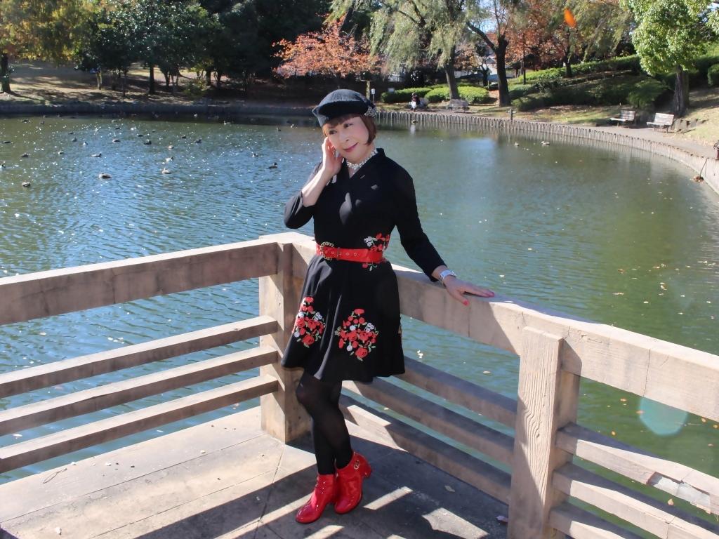 黒地に花柄刺繍フレアワンピA(6)