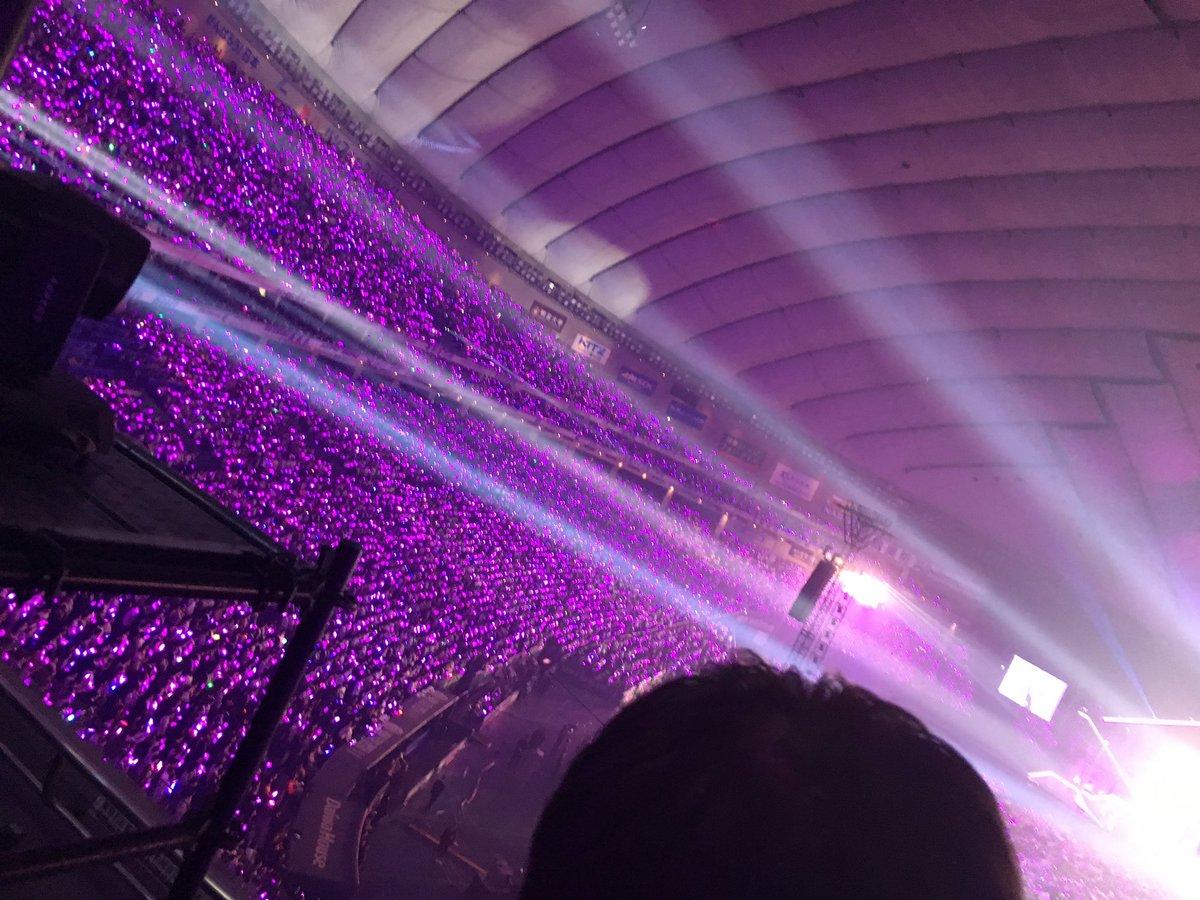 東京ドーム サイリウム安定の紫一色