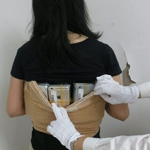 281_iPhones strapped to body_images00