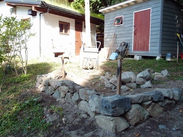 薪小屋、石積み