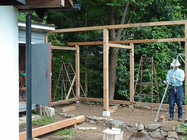 薪小屋の骨組み