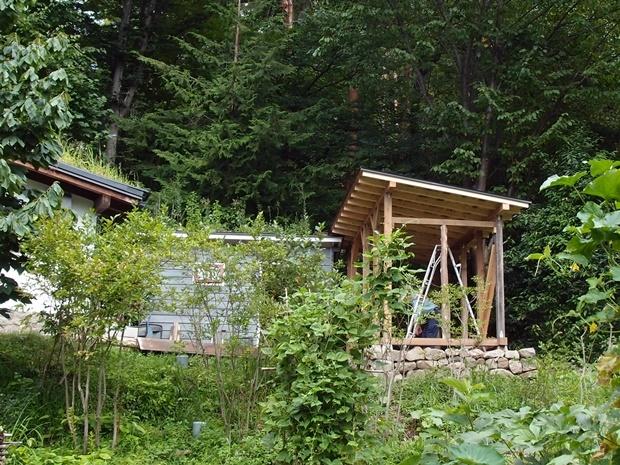 薪小屋、屋根ルーフィングまで終了