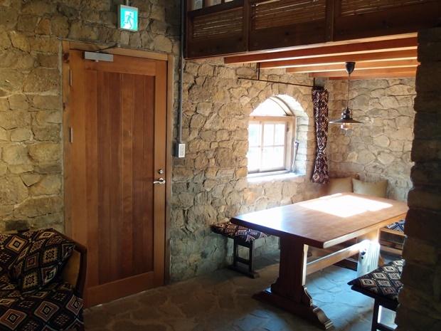 防災工事後の石積み離れ室内