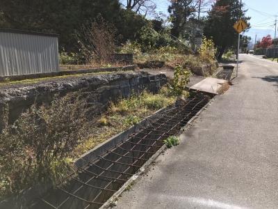 堀跡を利用した融雪溝か