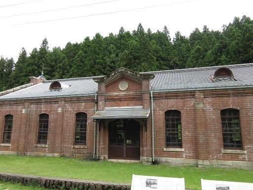 旧丸山変電所機械室