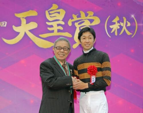 【天皇賞秋】徹底討論 キタサンブラックが凄いの?武が凄いの?