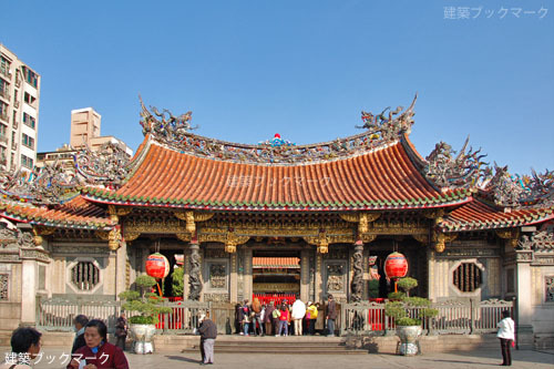 台北最古の仏教寺院「龍山寺」 -...