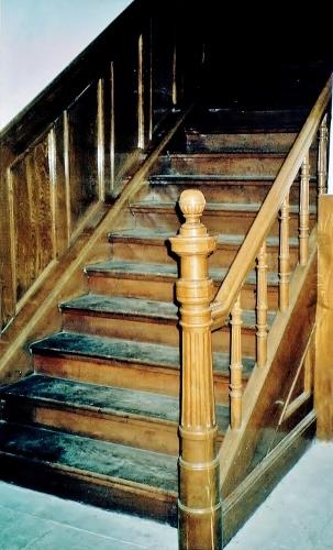 たくぎん旧本店 内部 階段親柱
