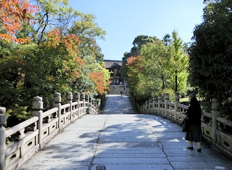 円通橋(大谷本廟の参道入口)