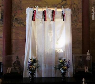 神廟拝所の藤原鎌足像