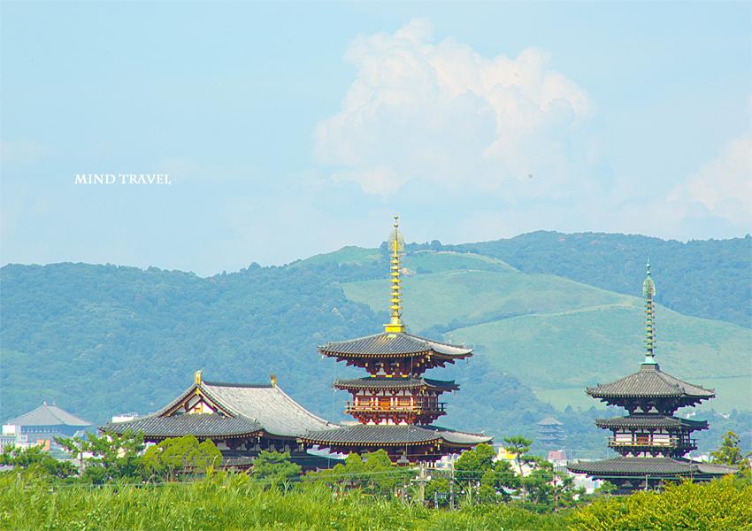 薬師寺と東大寺大仏殿と興福寺三重塔