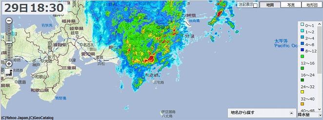 台風は遠州灘沖合い。雨雲は台風の北東にかたまっているようです