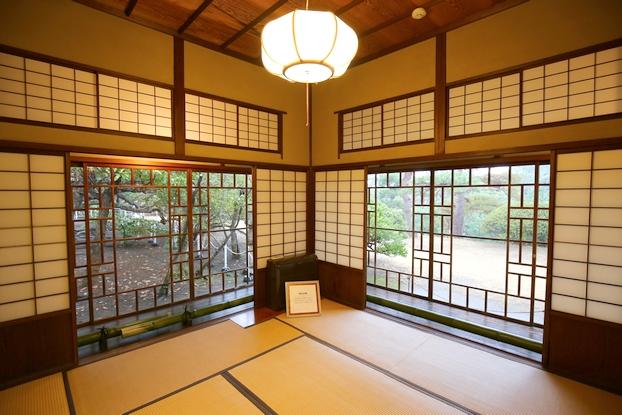 旧大隈重信邸・神代の間(ガラス戸と入側)