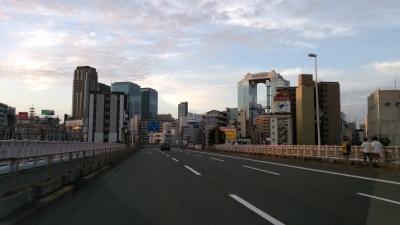 早朝の大阪中心部