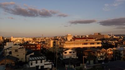 夕日に染まる吹田の街並み