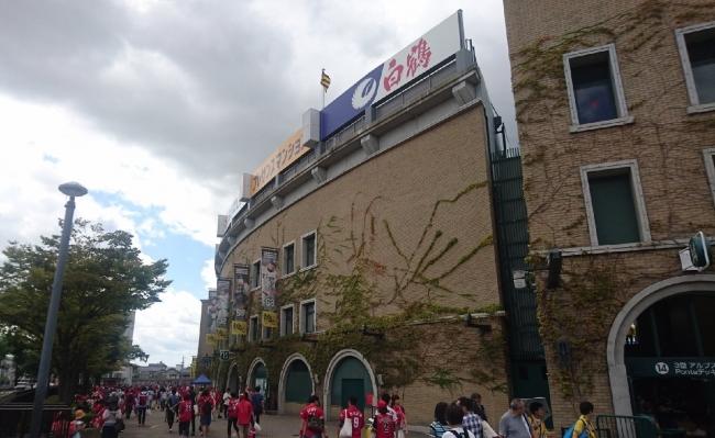 9月18日 阪神-広島 甲子園球場に集結するカープファン