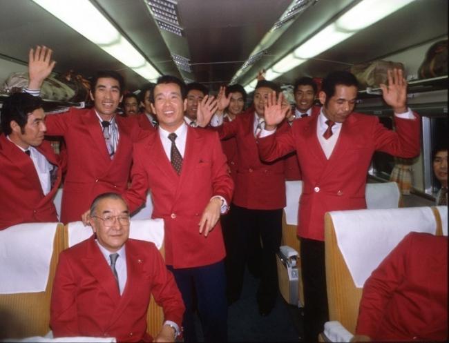 新幹線の中で連覇決定(1980年10月17日)