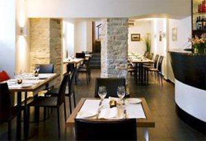 300 149 Hotel bar