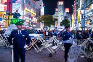 01 300 DJ police渋谷2016
