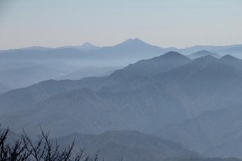 山頂から燧ヶ岳・至仏山方面を望む