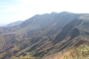大岳から袴岳を望む