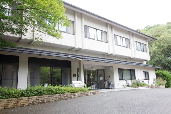 近江神宮・近江勤学館01