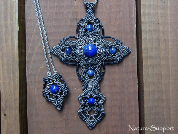 十字架マクラメネックレス