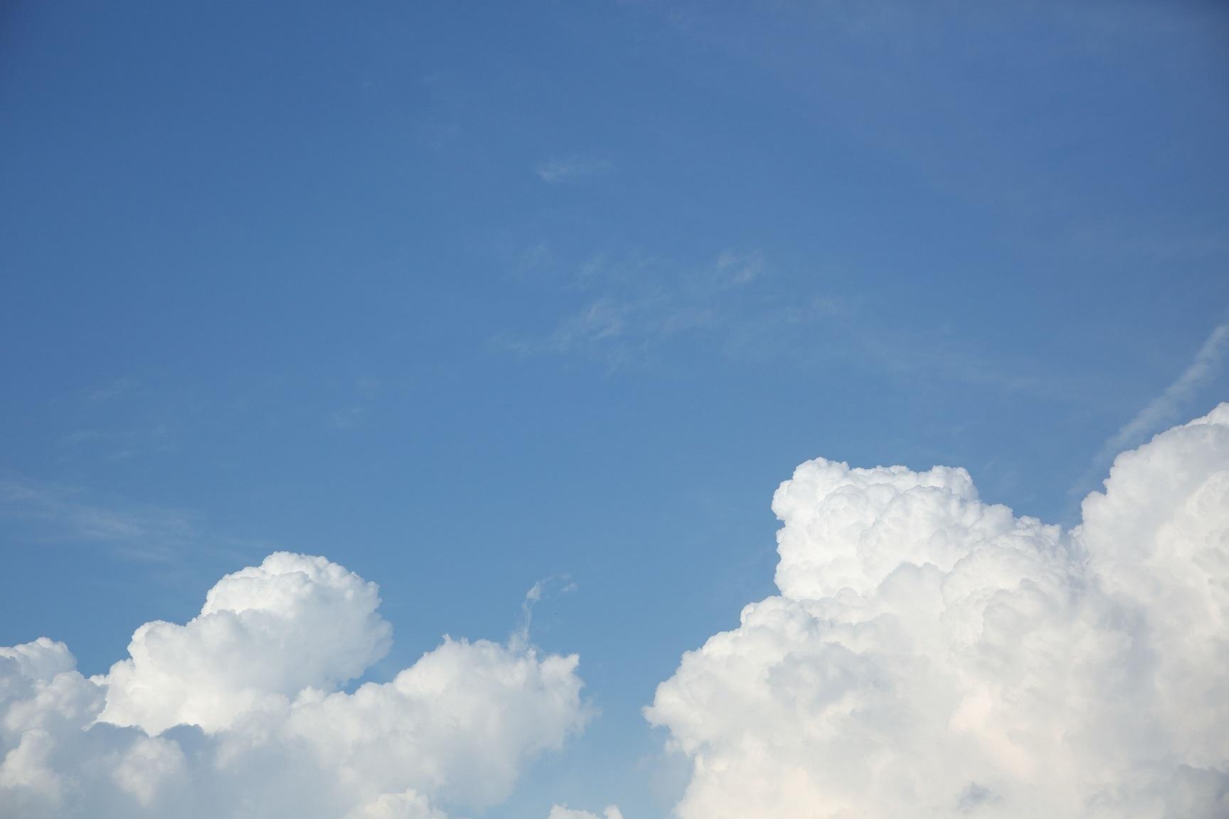 2017 9 青空と白い雲 ブログ用.jpg