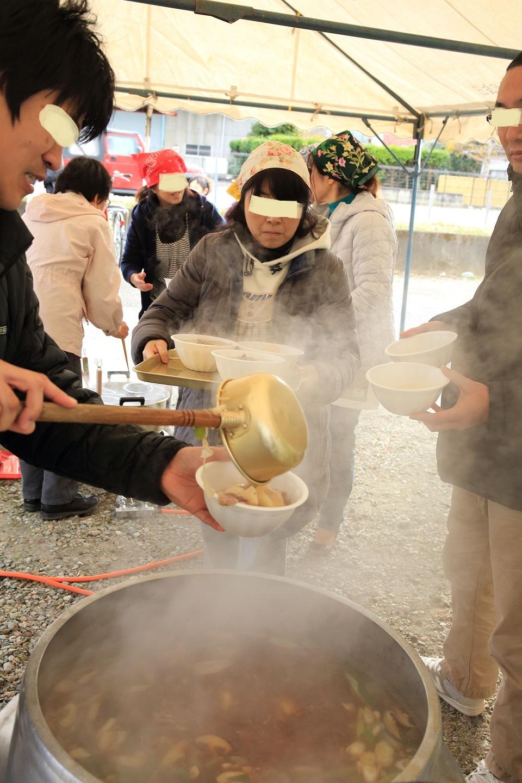 2017 11 19 ブログ  防災訓練 芋煮のサービス.jpg