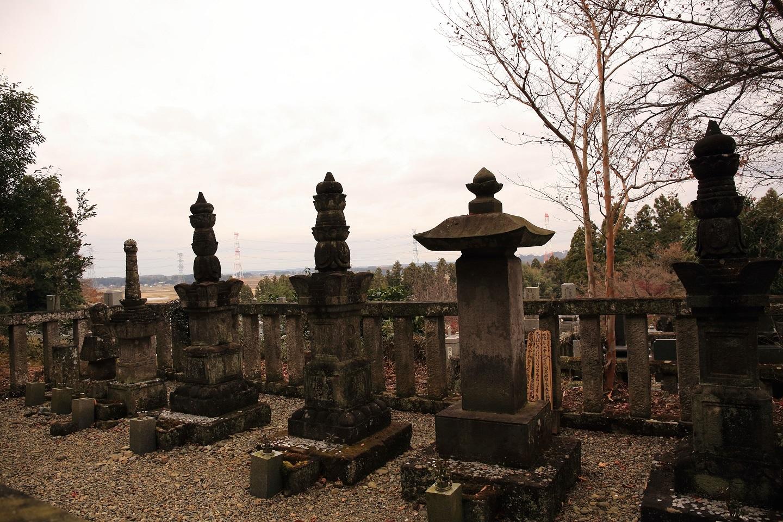 2017 11 22 ブログ 那須野与一一族の墓.jpg