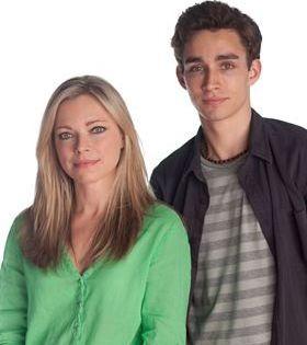 Me and Mrs Jones-7-280x315