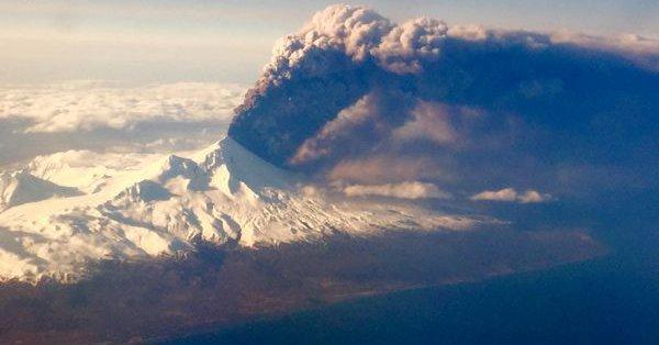 【アラスカ】アリューシャン列島にあるボゴスロフ火山が噴火、警戒レベルは最高…噴煙は11000メートルを上げる!