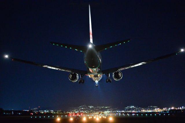 【噂】緊急着陸した「ANA37便」が32年前に墜落した「JAL123便」と同じ日付、時刻、経路だったことが判明し、あまりの偶然さに皆が戦慄