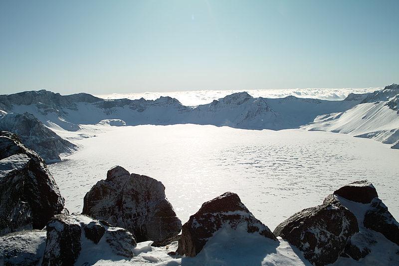 【北朝鮮】白頭山の頂上にある「天地」と呼ばれる場所にUMA「テンシー」が存在する…牛のような頭をしており、体長は3メートル以上も