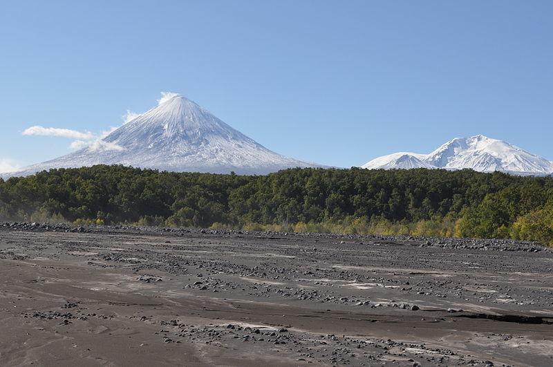 【ロシア】カムチャツカ半島にあるシベルチ火山とクリュチェフスキー火山が噴火…12000メートルの噴煙を上げる