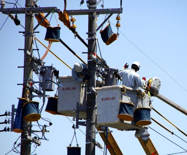 東京都「無電柱化を進めよう!景観や防災の観点からも必要」 ← 電柱あった方がいいだろ?地震の時に復旧も早い