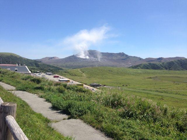 【活発】阿蘇山、噴火継続…噴煙高600メートル