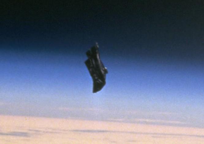 【謎の物体】エイリアンやUFO否定派は「ブラックナイト衛星」を知ってる?
