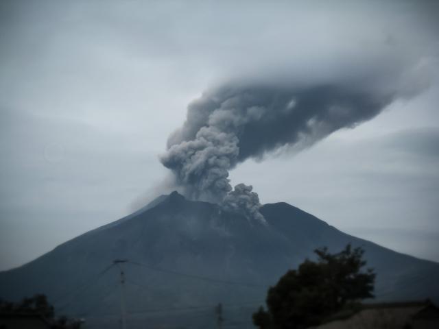 【気象庁】桜島が爆発的噴火…噴煙は「1500メートル」に達する